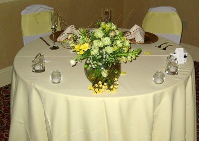 bride-and-groom-small-table